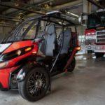 Компания Arcimoto из Орегона представила трехколесное транспортное средство для оперативной доставки пожарных расчетов в минимальной комплектации.